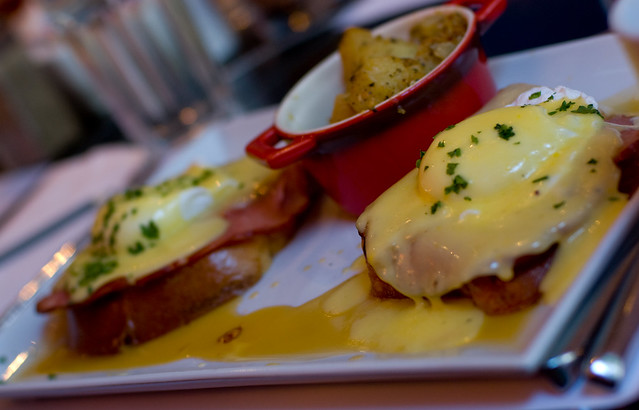 maple syrup eggs benny chez l'avenue