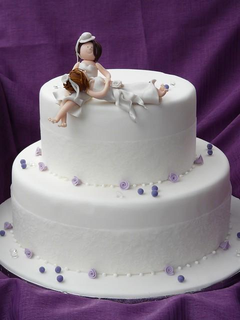 Cake Design Ulm : Hochzeitstorte lila Spitze - a photo on Flickriver
