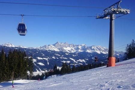 Tak skutečně působí tato skromná lyžařská houpačka, která je součástí megaarény Ski amadé a která se nalézá mezi mnohem většími a známějšími areály – Schladmingem na straně jedné a Flachau na straně druhé. Nedaleko j...