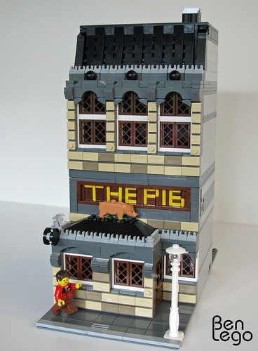"Lego modular pub: ""THE PIG"""