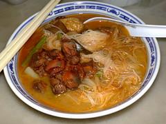 curry(0.0), bãºn bã² huế(0.0), laksa(0.0), chow mein(0.0), noodle(1.0), mi rebus(1.0), lamian(1.0), noodle soup(1.0), kuy teav(1.0), hokkien mee(1.0), food(1.0), beef noodle soup(1.0), dish(1.0), chinese noodles(1.0), soup(1.0), cuisine(1.0), chinese food(1.0),
