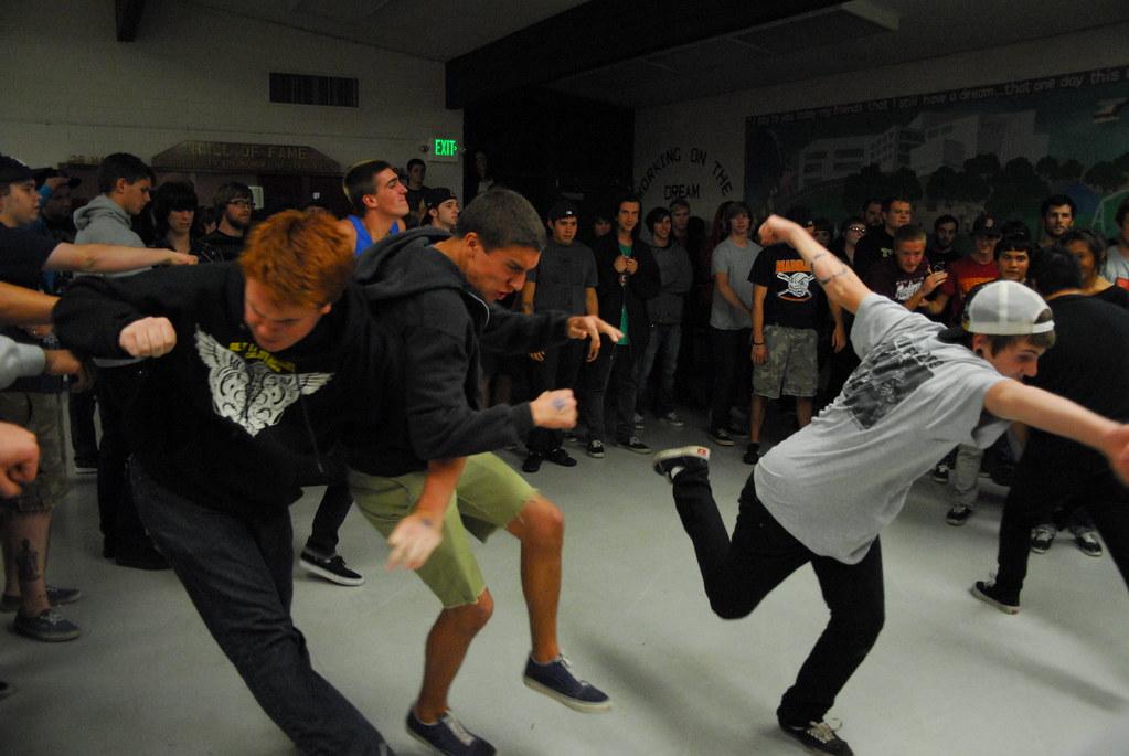 Hardcore dancing how