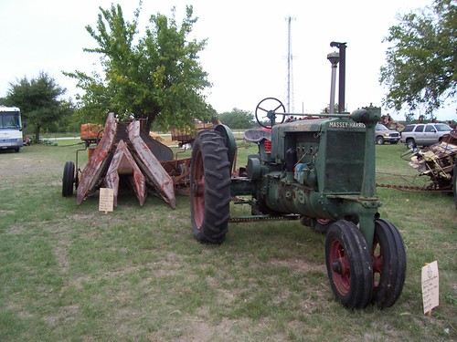 Tractor Challenger 377 : Massey harris pacer cadillac