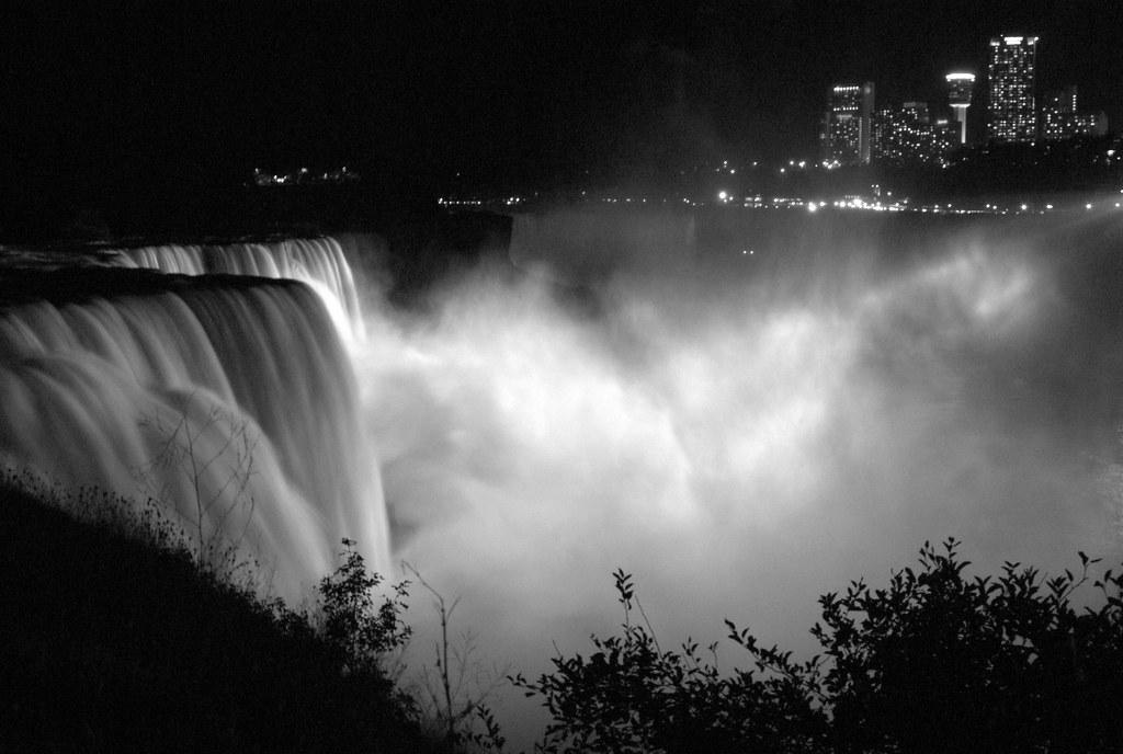 Niagara in B&W