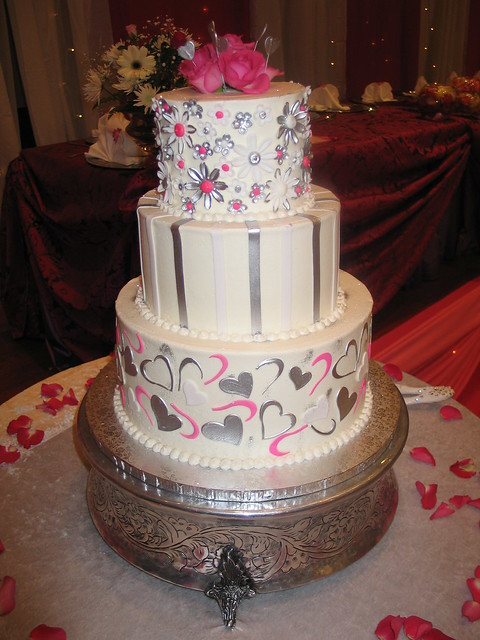 fuschia pink and silver wedding cakes 3 tier chocolate wedding cake white butter icing 14622