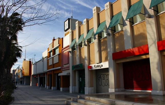 Centro comercial barrio art deco paseo ermita del santo for Centro comercial sol madrid