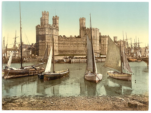 [General view end, Carnarvon Castle (i.e. Caernarfon), Wales] (LOC)