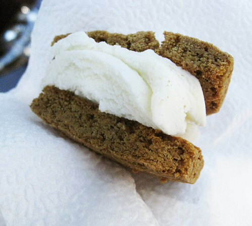 Pleasure palate gourmet ice cream cookie sandwich tasting for Gourmet ice cream sandwich