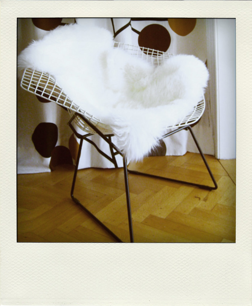 Bertoia diamond chair sheepskin - Harry Bertoia Diamond Chair With A Sheepskin