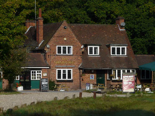 Basingstoke and hampshire pub a day the cricketers for Crown motor inn gun hill