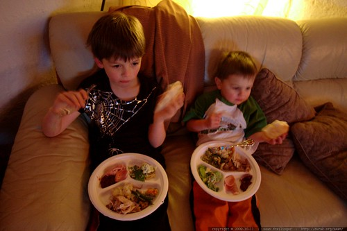 brothers both prefer bread to all other canadian thanksgiving delicacies    MG 6121