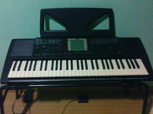 For sale 5 octave yamaha psr 330 keyboard 10k negotiable for Yamaha 3 octave keyboard
