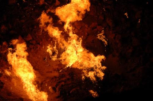 fire desert flame centralasia 2009 turkmenistan darvaza karakum views100 karakumdesert gascrater worldtrekker 20090604dsc4386
