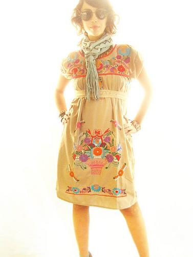 vestido Mexicano bordado de canasta con flores