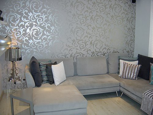 Elegant grey wallpaper living room post on brunch at for Front room feature wallpaper