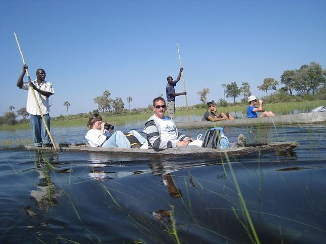 Surcando el Delta del Ovagango (Botswana) en mokoro