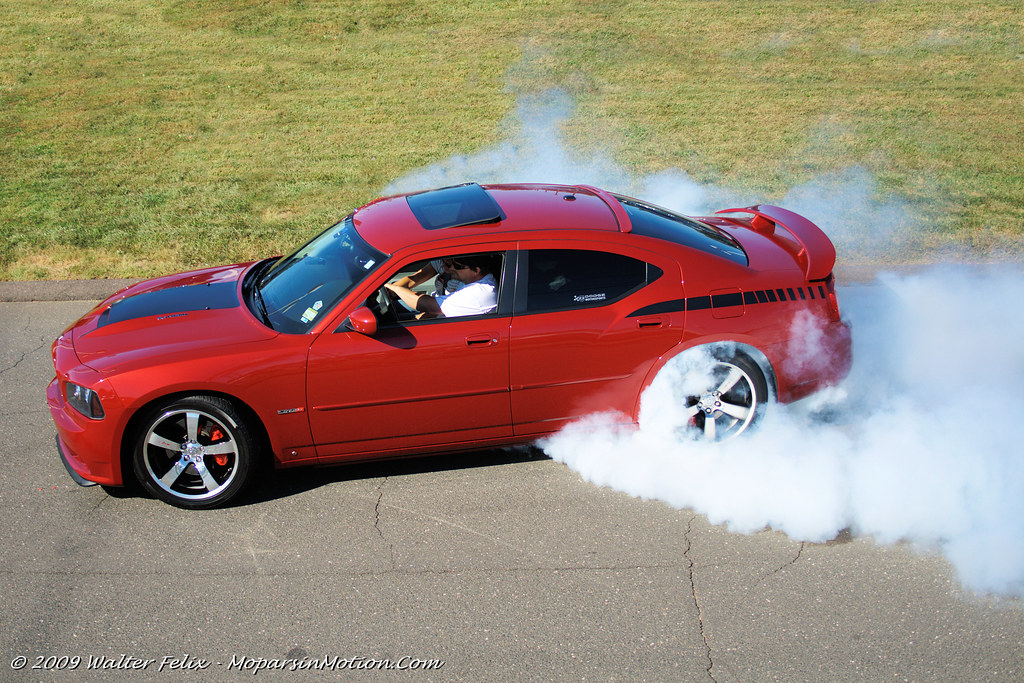 2006 Dodge Charger SRT8 Burnout
