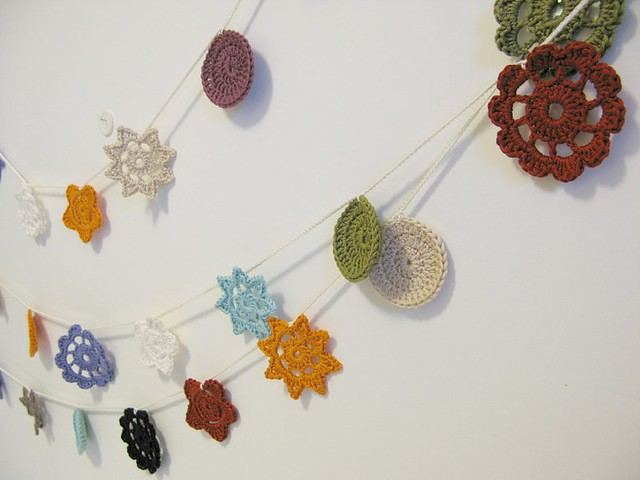 Crochet 'Forever Flower Garlands' by Emma Lamb