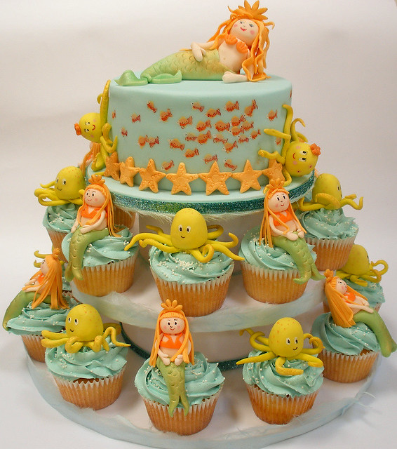 Underwater cupcake tower and cake