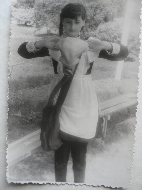 Corobca In uniforma de pionier - Pregatire militara cu masca antigaz - Clasa a V a