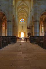 Du fond de l'église d'Ambierle