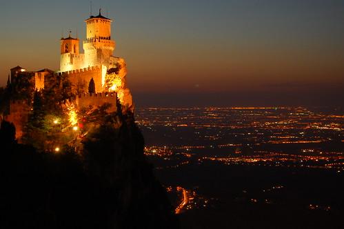 sunset sky italy castle castles night lights italia tramonto sanmarino torre dusk cielo luci castello notte rocca castelli notturno romagna cesta montale guaita primatorre secondatorre