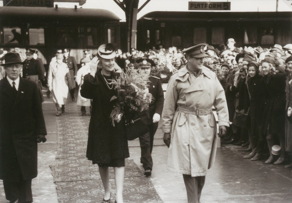 Kronprinsesse Märtha og kronprins Olav i Trondheim 1945 / Crown princess Märtha and crown prince Olav visits Trondheim in October 1945