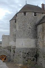 Château de Dourdan: le châtelet d'entrée