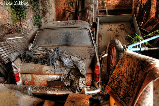 carcasses et vieux v hicules abandonn s francais a gallery on flickr. Black Bedroom Furniture Sets. Home Design Ideas