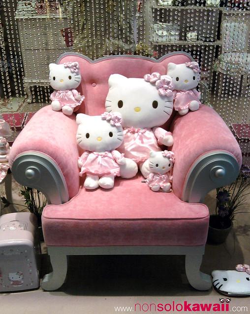 hello kitty store san babila milano shop window hello. Black Bedroom Furniture Sets. Home Design Ideas