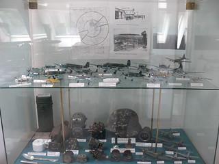Flugzeugmodelle hinter Glas