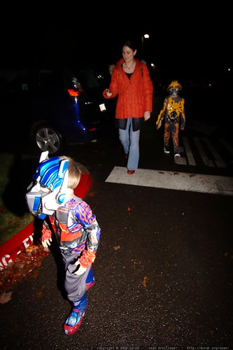 rachel has a transformers security detail to escort her into the halloween party     MG 6851