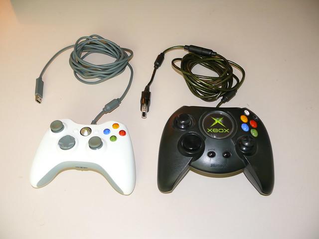 4080562830 b4d3e50efd z jpgOriginal Xbox Controller Size