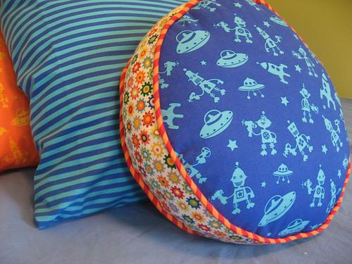 How To Make Round Floor Pillows : stardustshoes: Round Cushion Tutorial