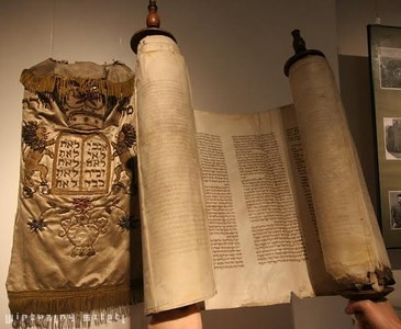 Torah and Torah Mantle