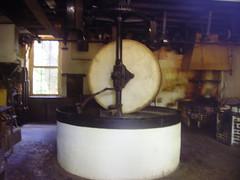 Paire de meules d'un moulin sur le Nohain à Donzy