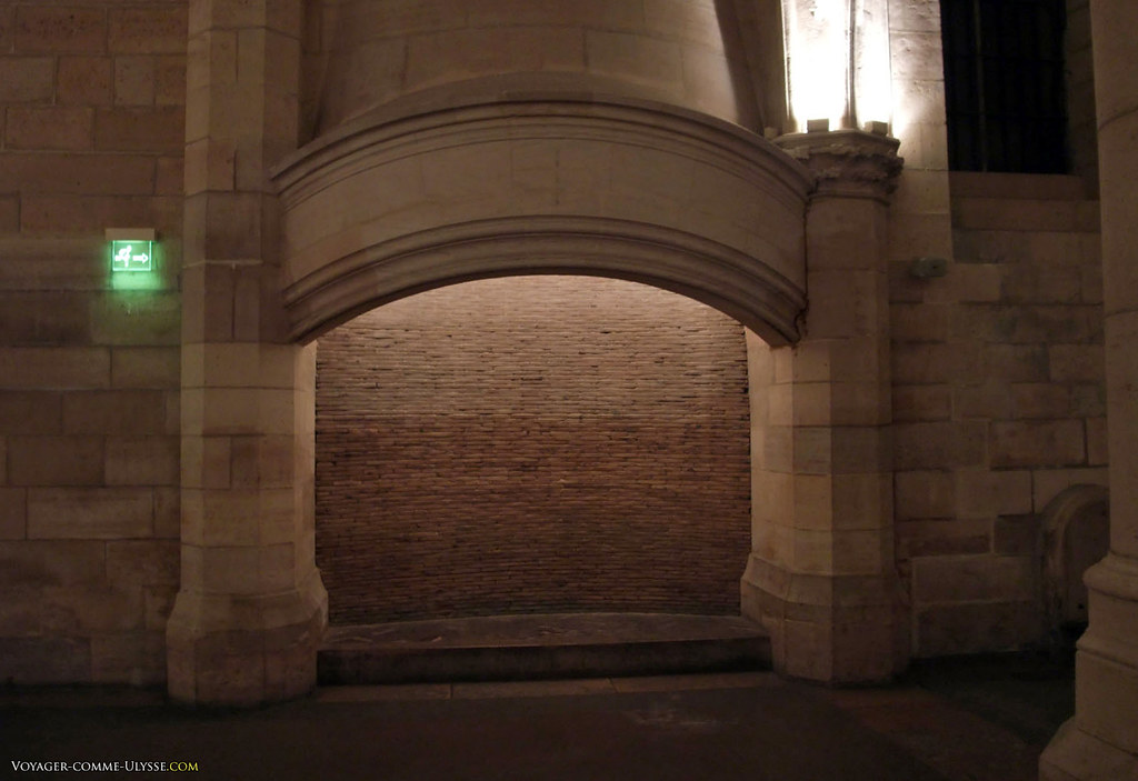 Une des quatre immenses cheminées de la plus grande salle civile médievale d'Europe