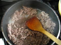 挽き肉を炒める