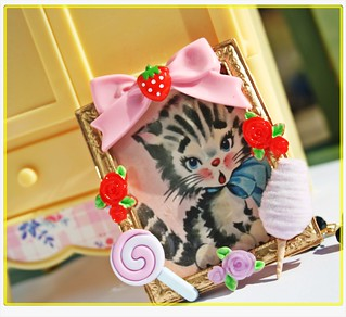 Vintage Kitty Loves Sweets Frame Necklace