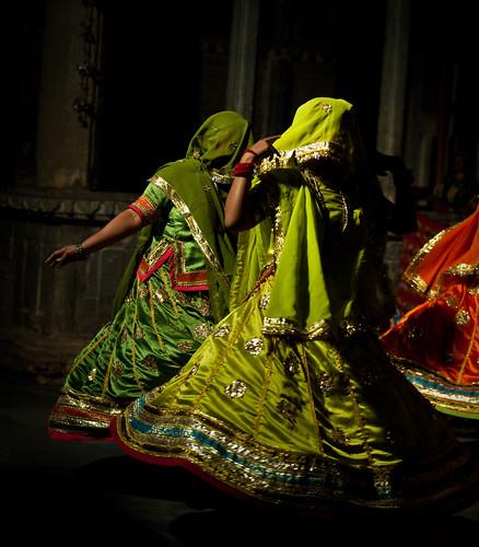 portrait india color colour dance costume colorful asia retrato danza danse asie colourful couleur rajasthan udaipur inde haveli coloré southasia rajastan bagorekihaveli asiedusud
