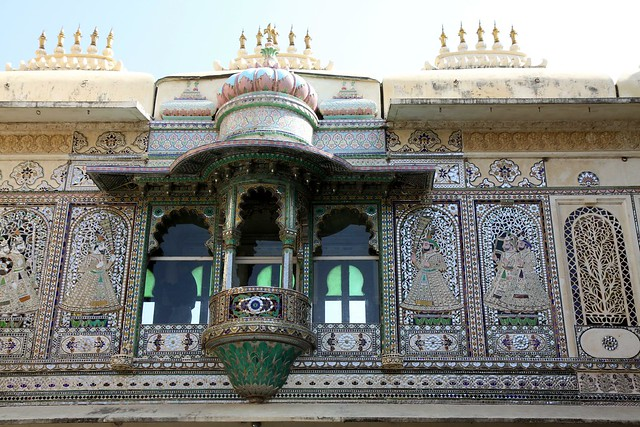 City Palace Udaipur : A fusion of the Rajasthani and Mughal styles