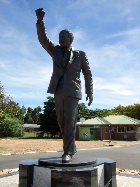Statue of Nelson Mandela @ Drakenstein Correctional Centre, Paarl ...