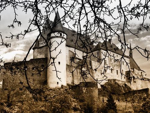 castle nature luxembourg vianden diekirch blueribbonwinner castleofvianden concordians plbergeronphotowebsite