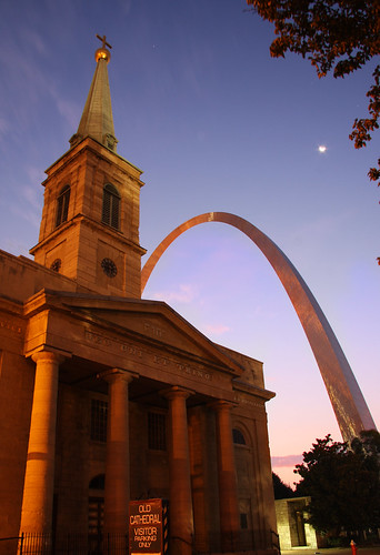 old moon st sunrise dawn star louis three arch cathedral steel stlouisarch stlouiscathedral oldcathedral concordians deouniettrino