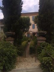 Hotel back garden - Photo of Montpézat