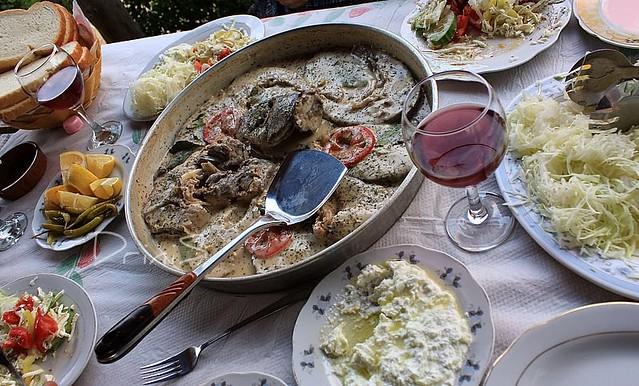 Gatime Peshku http://ajilbab.com/tave/tave-peshku.htm