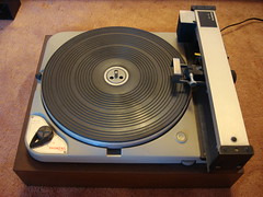 electronic device, audio equipment, gramophone record,