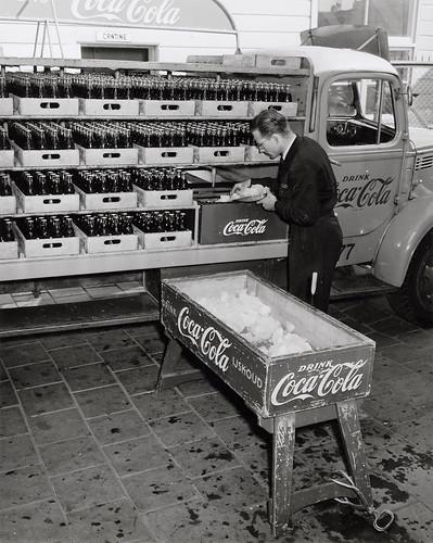 07-00-1952_10796g Coca-Cola by IISG