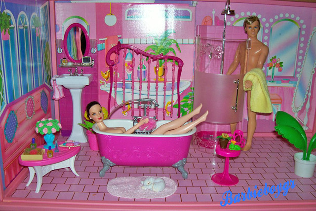 Walmart.com: Barbie Sisters Beauty Fun! Bathroom for 3: Dolls
