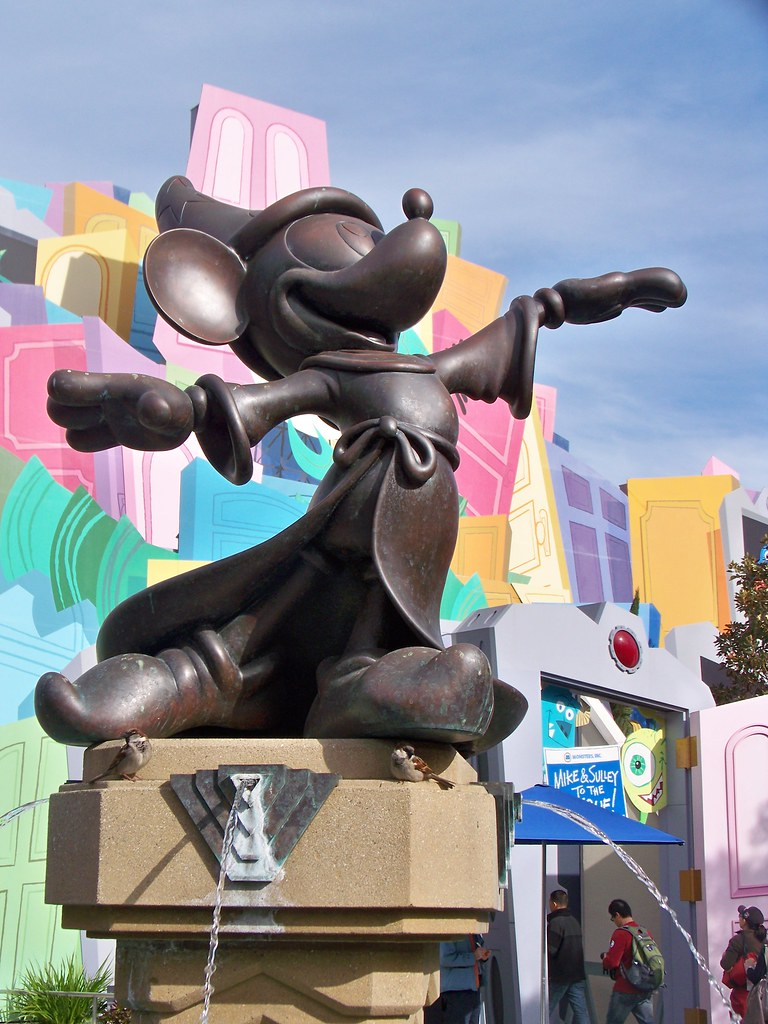 Sorcerer's Apprentice Mickey statue in the Hollywood Pictures Backlot